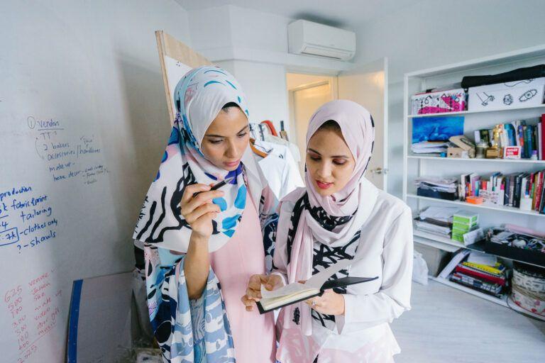 Gruppearbejde kvinder med slør